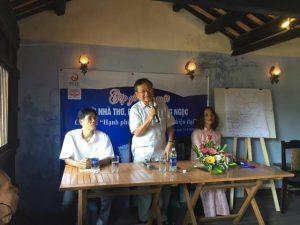 Từ trái: Bác sĩ Huỳnh Kim Hơn (Hội An), ĐHN, Cô giáo Khiếu Thị Hoài (phụ trách Không gian ĐỌC. Hội An)